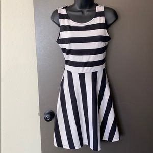 ALMOST FAMOUS size S black and white dress
